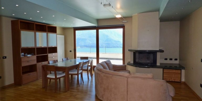 Apartment with Lake View Gravedona ed Uniti fireplace