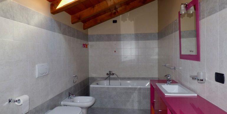 Apartment with Lake View Gravedona ed Uniti - wooden beams at sight