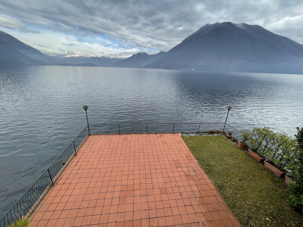 Lake Como Beautiful Lakefront Villa with Private Garden and Terrace - view