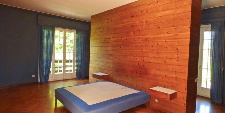 Lake Como Colico Independent Villas with Park - inside Villa A - bedroom