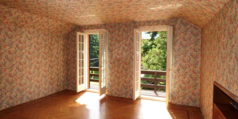 Lake Como Colico Independent Villas with Park - inside Villa A - top floor bedroom