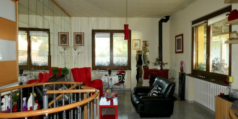 Independent Villa Gera Lario with Garden - living room
