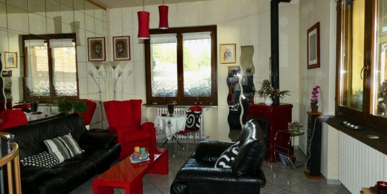 Independent Villa Gera Lario with Garden . living area