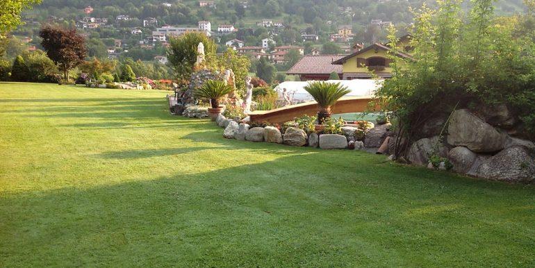 Castiglione D'Intelvi Villa with garden
