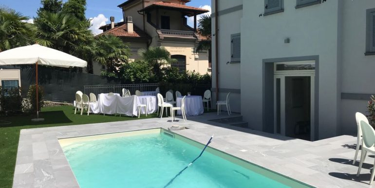 Swimming  pool and garden - Mezzegra