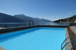 Front Lake Apartment with swimming pool Musso