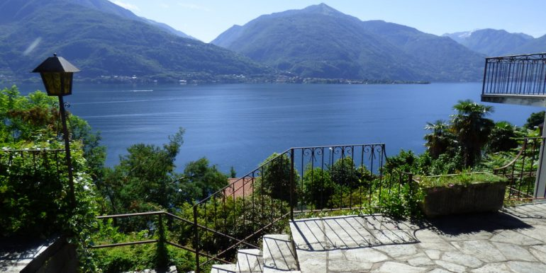 House Cremia with garden and lake view