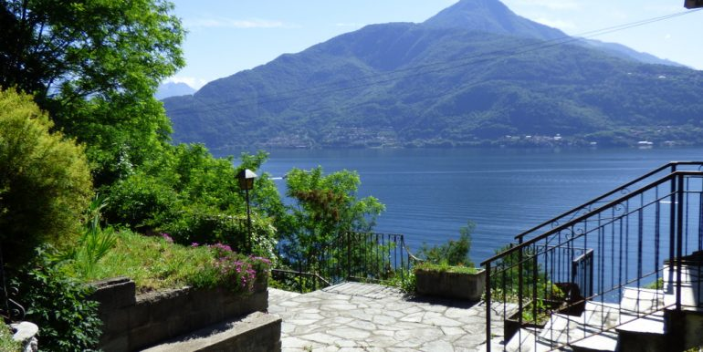 House Cremia with garden - lake view