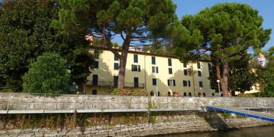 Apartment Directly on The Lake Cremia