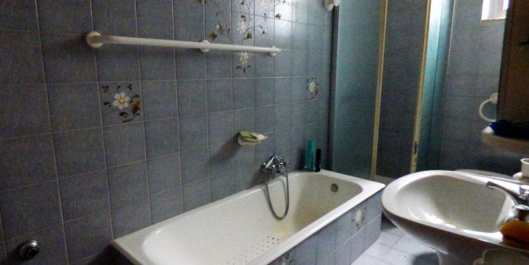 House Cremia with garden - bathroom