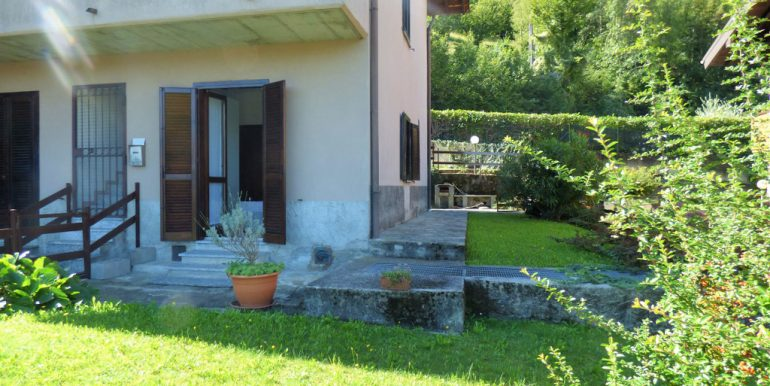 Apartment Menaggio with garden