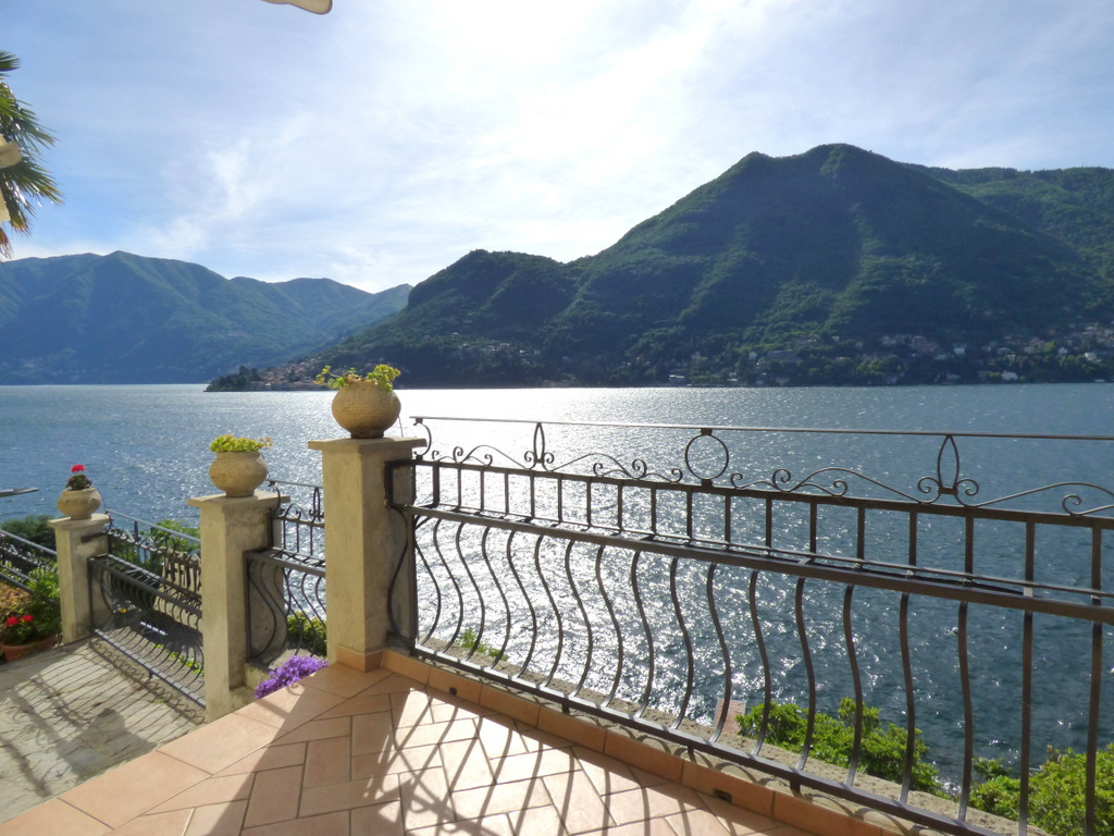 Lake Como Moltrasio Periodic Villa Dominating the Lake
