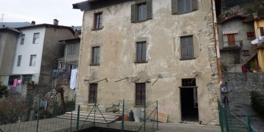 Lake Como Moltrasio House To Renovate with Lake View