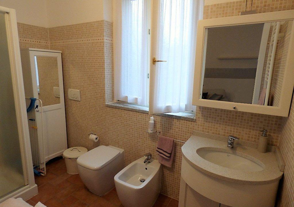 Bathroom in apartment - Lake Como