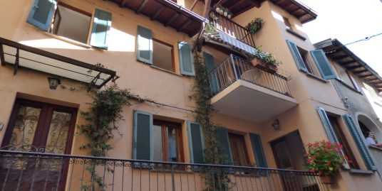 House with balcony Lake Como Sala Comacina