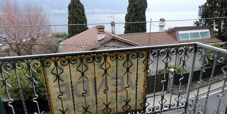Lake Como Ossuccio Apartment with balcony and lake view