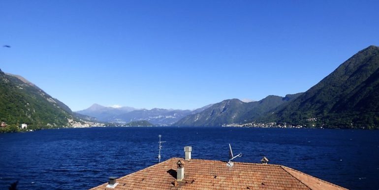 Lake view- Apartment Argegno In Historical Villa with garden