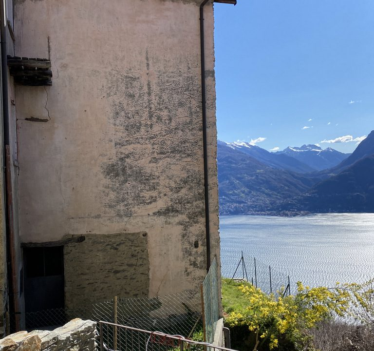 Carcente Beautiful Portion of House with Fabulous Lake View