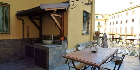 Apartment in the central Square Menaggio with terrace and lake view