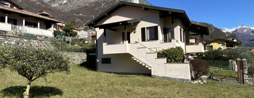 Musso Fabulous Detached Villa with Garage and Private Garden