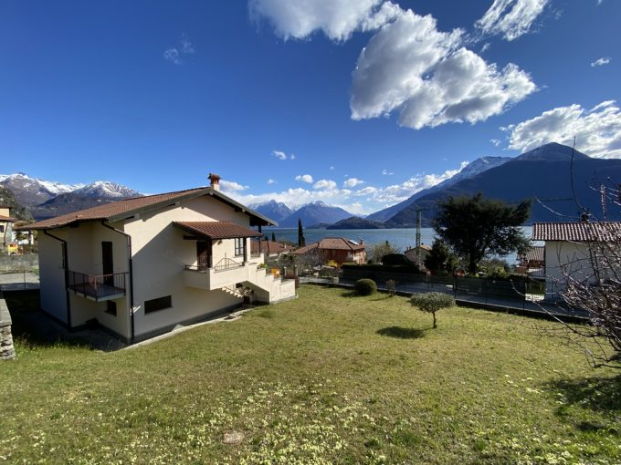 Musso Fabulous Detached Villa with Garage and Private Garden - Villa