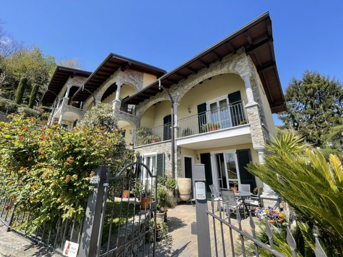 San Siro Small Villa with Balcony, Garden and Lake View - front