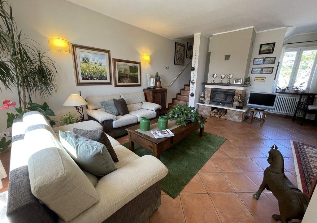 San Siro Small Villa with Balcony, Garden and Lake View