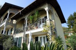 House with balcony, garden and lake view Como