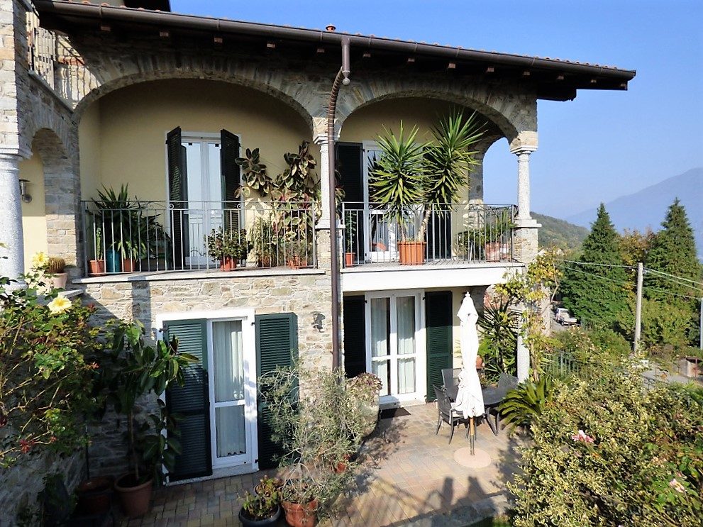 San Siro Small Villa with balcony, garden and lake view