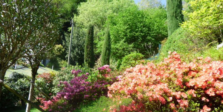 Rustico Griante with garden - flowers