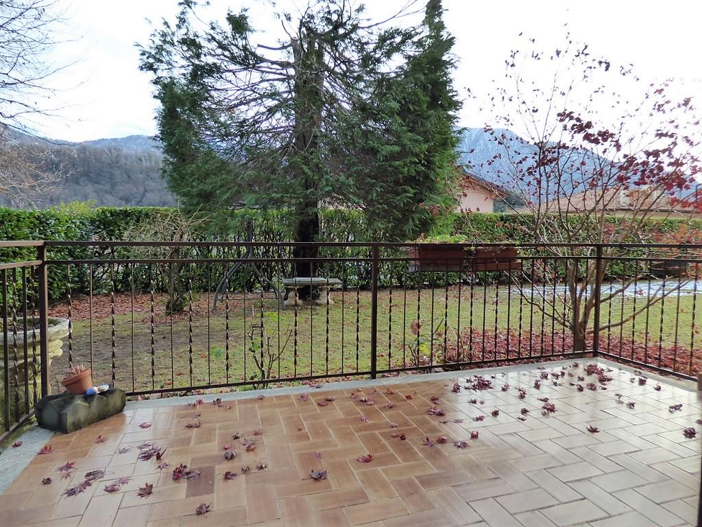 Como Lake Lenno Apartment with balcony and garden