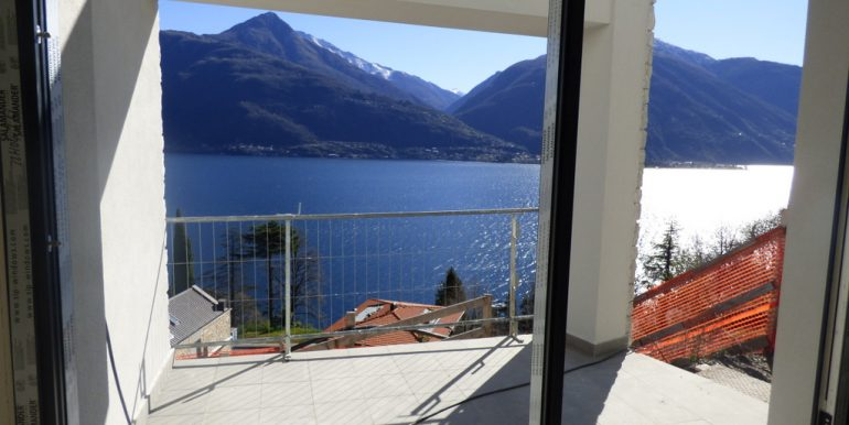 Apartments  Cremia with swimming pool and lake view
