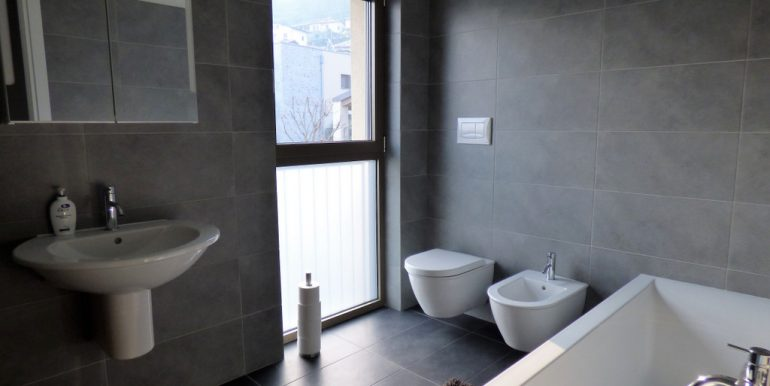 bathroom San Siro- Como Lake