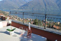 Apartment San Siro with Lake Como view and pool