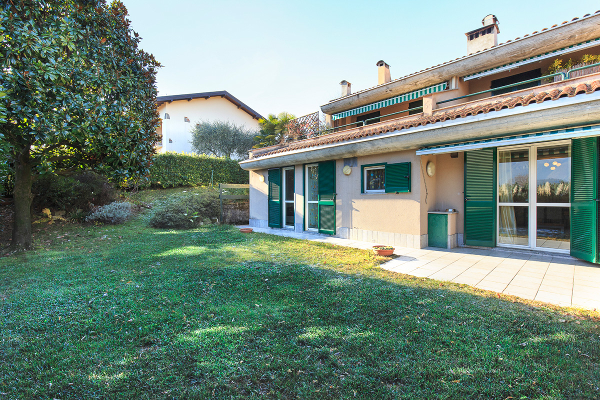Apartment Griante with lake view and garden