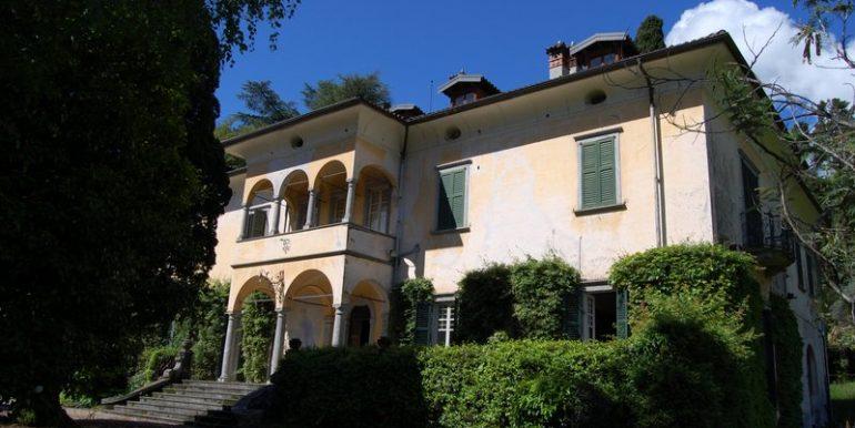 Lake Como Griante period villa with wide park