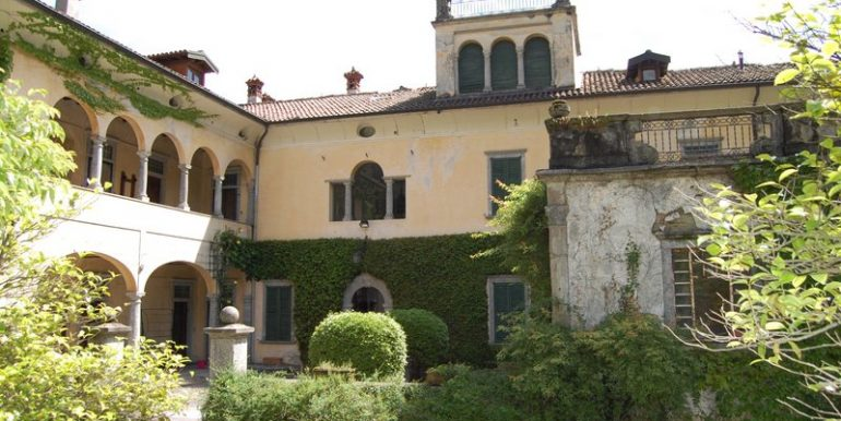 Lake Como Griante period villa with fountains and wide park