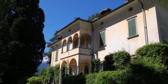 Lake Como Griante period villa with boathouse and wide park