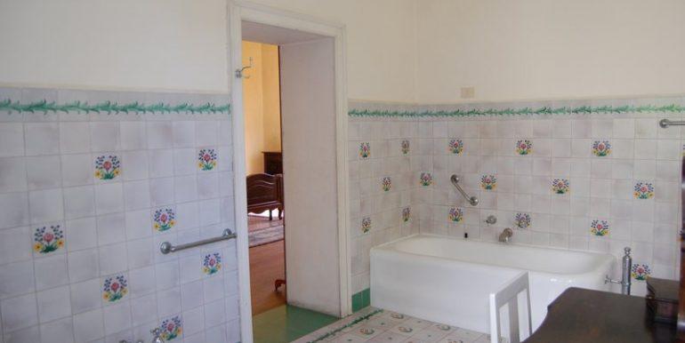 Lake Como Griante period villa - bathroom