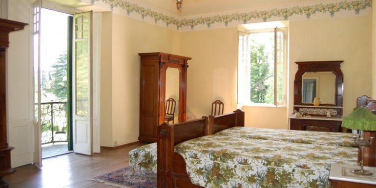 Griante - period villa - Bedroom with balcony