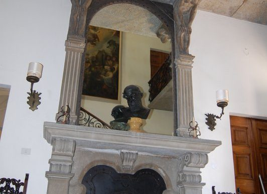 Fireplace of period age - Griante villa