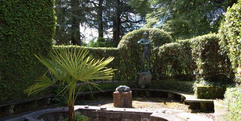 fountain in park - Lake Como villa
