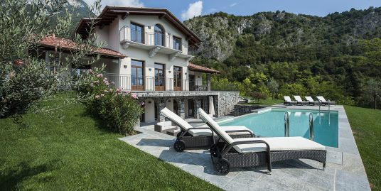 Tremezzo detached Villa with swimming pool, garden and lake view