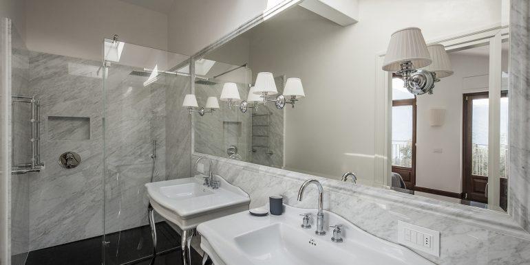 Bathroom in detached villa - Tremezzo