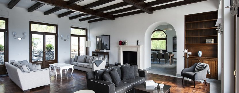 Living room -  detached villa with swimming pool, garden and lake view