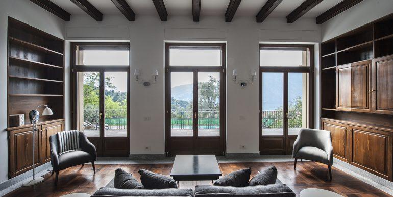 Tremezzo detached villa with porch, garden and lake view
