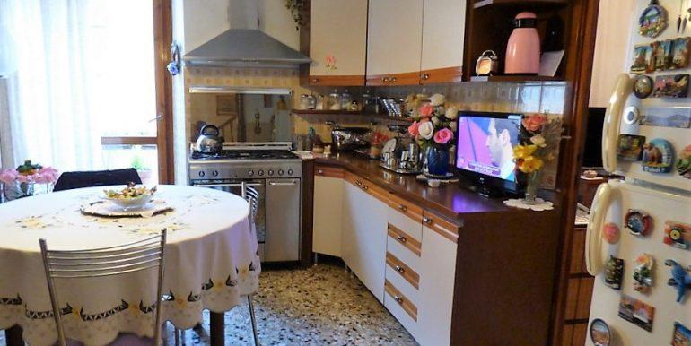 Lake Como Brienno House - kitchen