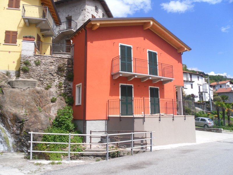 Lake Como San Siro Detached House