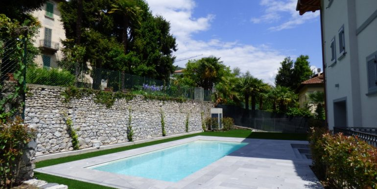 Mezzegra Apartments with swimming pool, garden