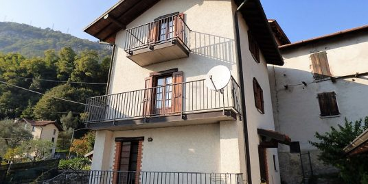 Ossuccio House on three levels with balcony, terrace and lake view